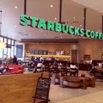 「STARBUCKS COFFEE」、コーヒーやデザートを注文して、勉強する学生も多いです。